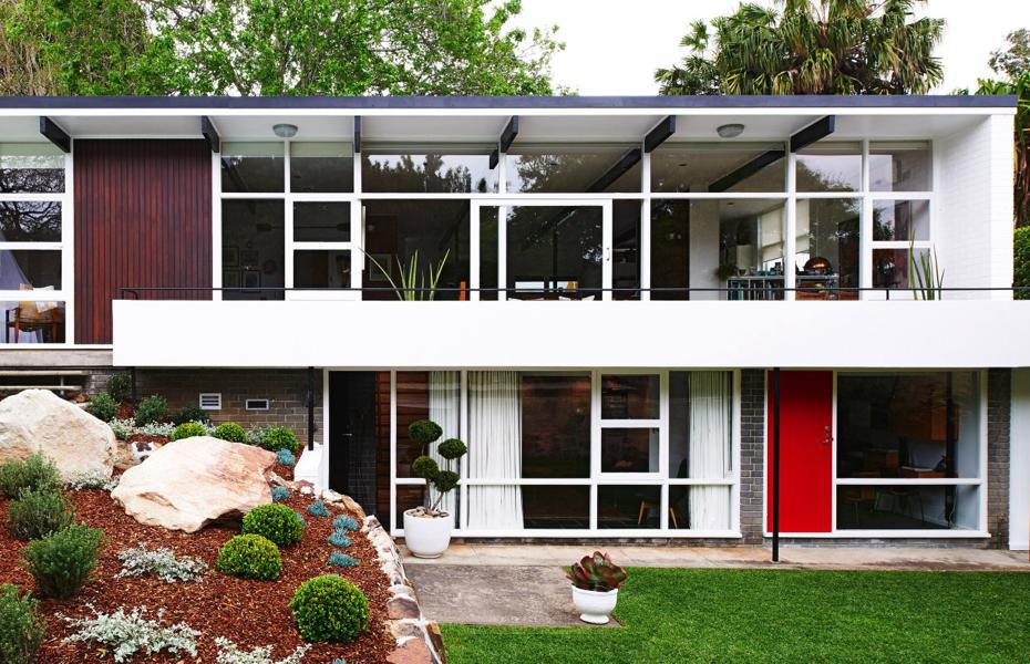 Australian homes welcome to tim ross 39 house in sydney for Mid century architecture homes