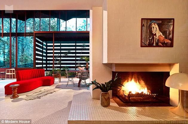 australian modernism Gerry Rippon - Wahroonga house - living room fireplace