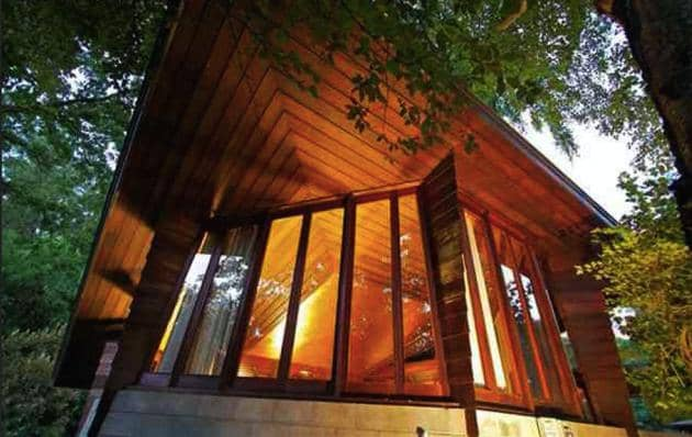 How to Have a Tour of The Frank Lloyd Wright Buehler House