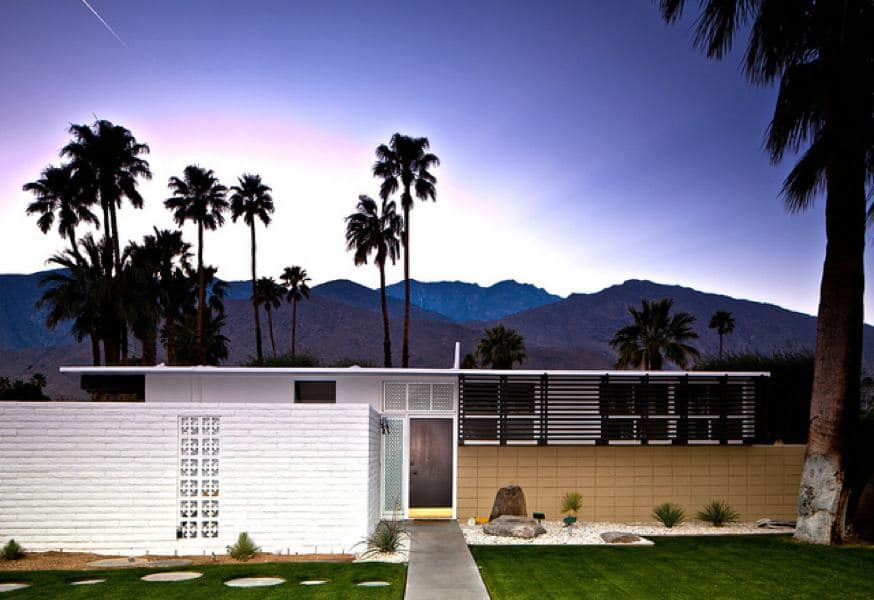6 houses designed by palmer and krisel in palm springs for Buy house palm springs