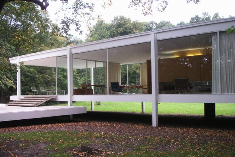 he Glass House: Mies van der ohe's Farnsworth House - ^
