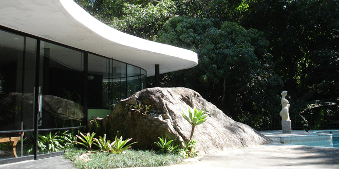 Oscar Niemeyer - House at Canoas