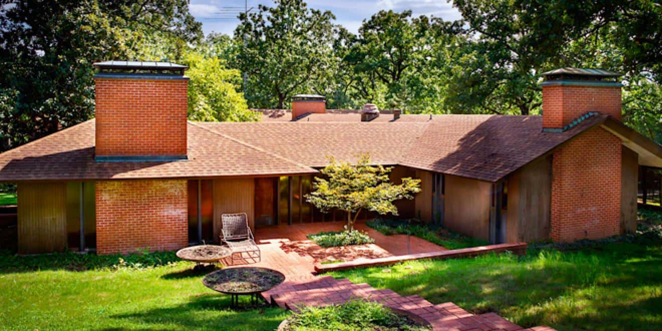 A mid century modern home in arkansas designed to make its for Mid century modern house plan