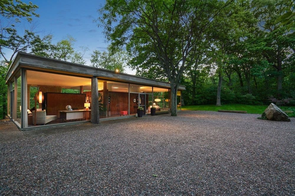 Davis Rockwell glass House - exterior