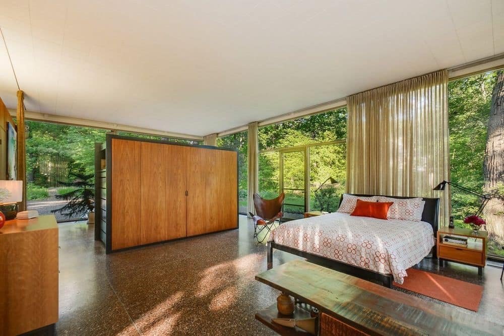 Davis Rockwell glass House - bedroom