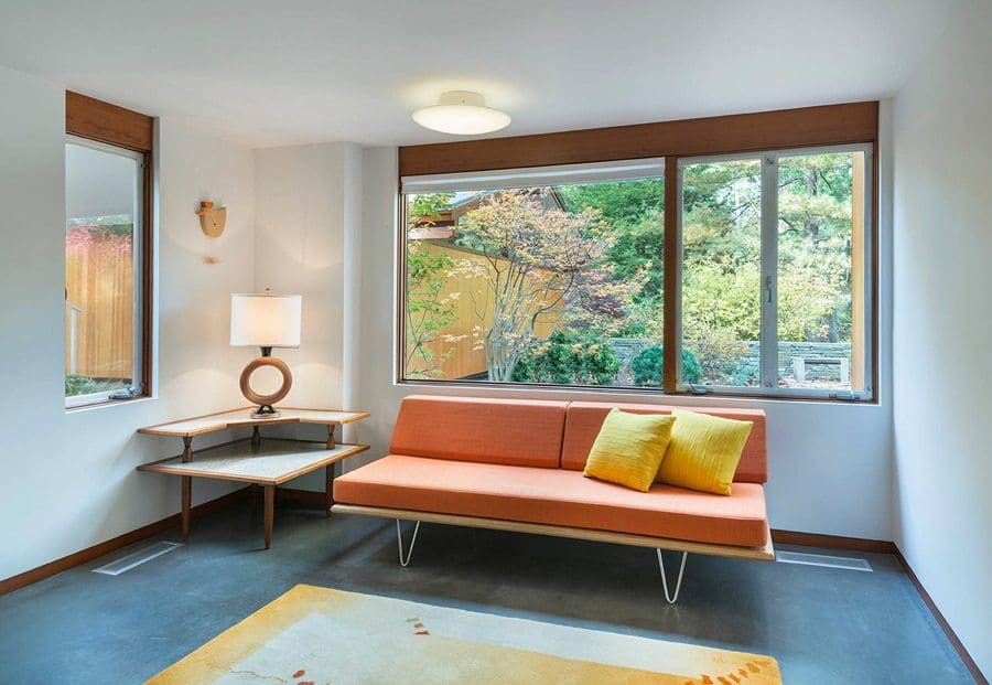 Mid Century house - architect Henry Hoover Massuchesetts - guest room