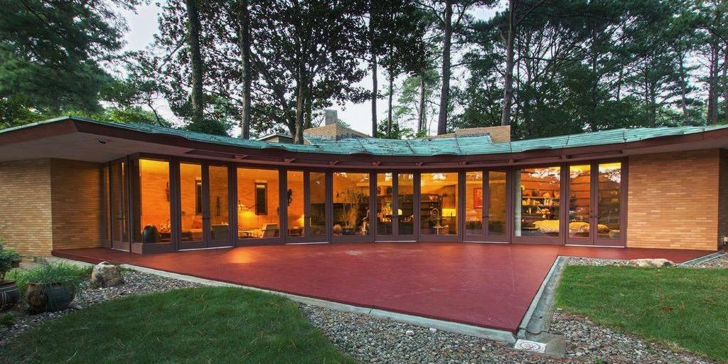 3 Frank Lloyd Wright Houses We Love