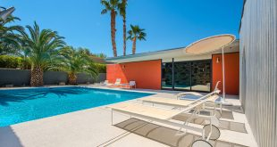 Swimming pool of Mid-century house in Rancho Mirage by E. Stewart Williams