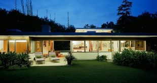 Richard Neutra Freedman Residence Exterior at Night
