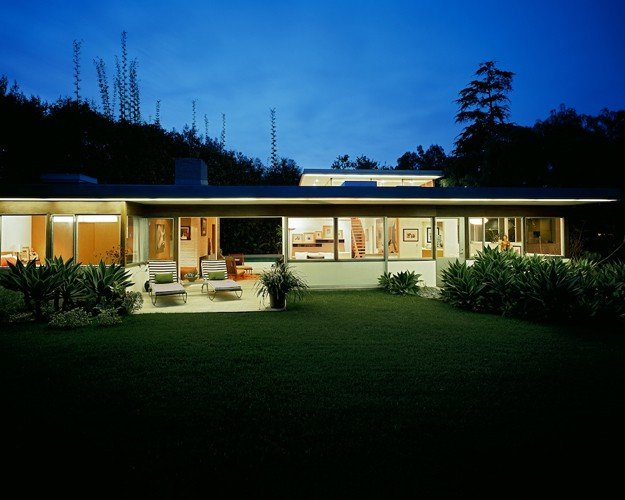 Richard Neutra Freedman Residence outside night