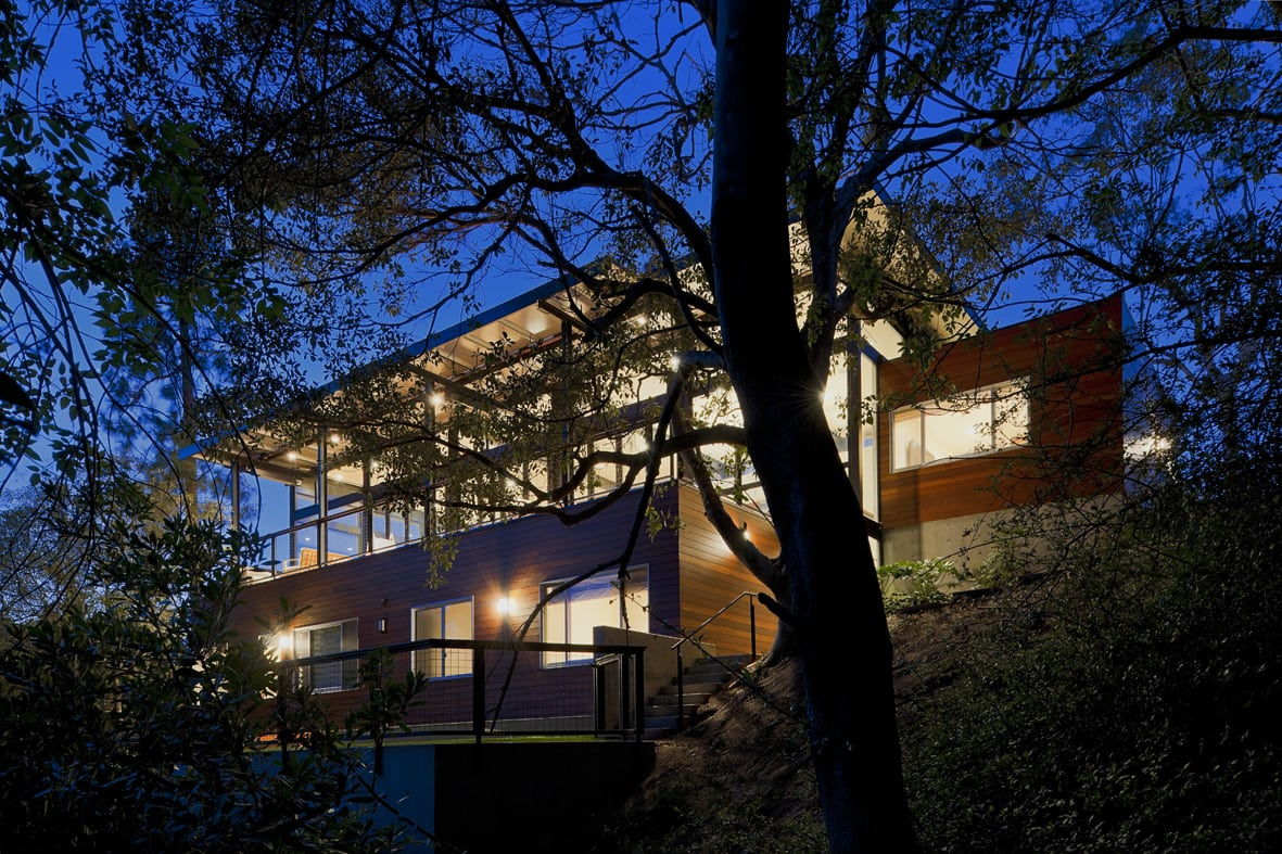 Crestwood Hills - Nonzero architects - Broom Way Residence exterior night