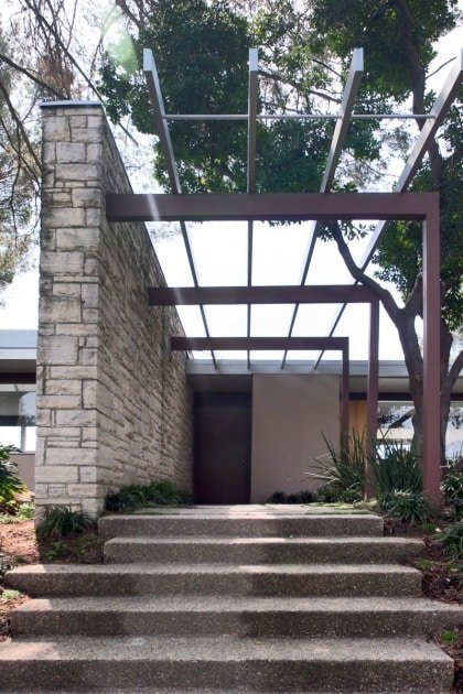 Richard Neutra Singleton Residence exterior entrance