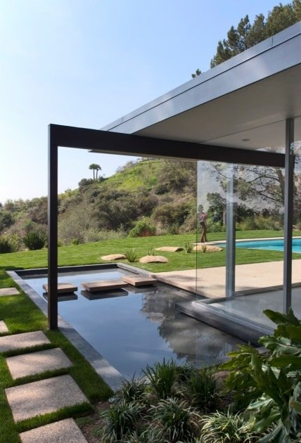 Richard Neutra Singleton Residence pond outside view