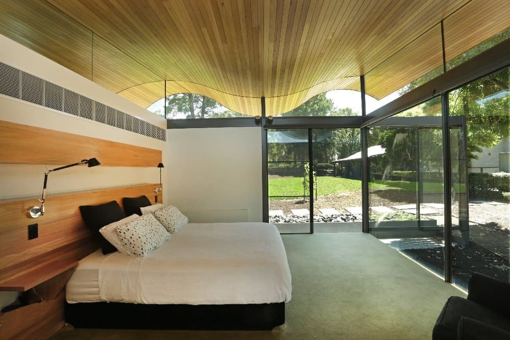seeley architects - lauriston australian modern house - bedroom