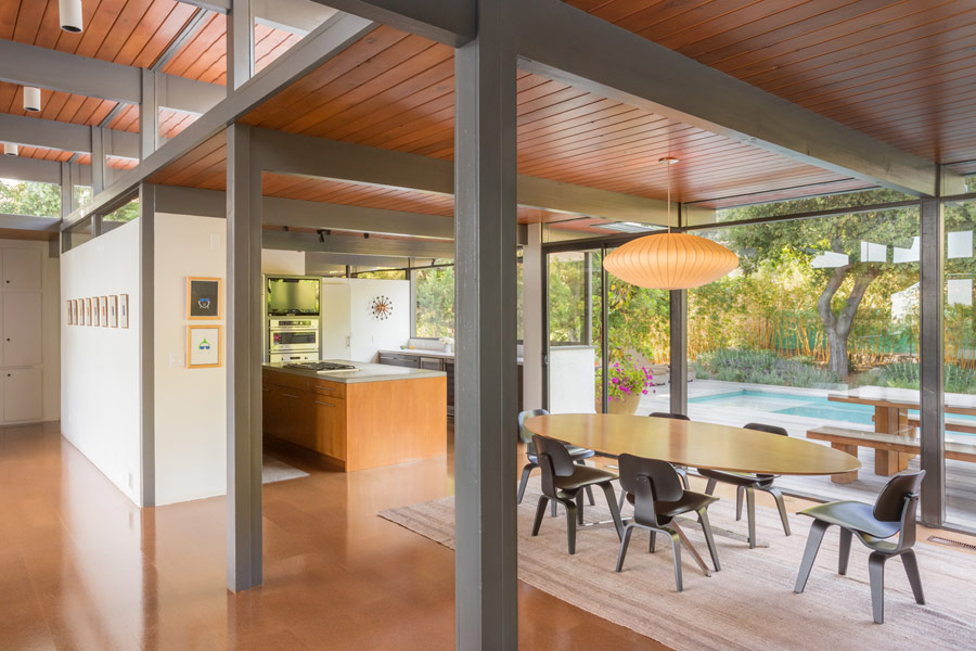 mid-century house by Thomas A. Dismukes in Pasadena kitchen