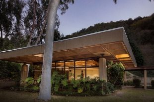 modernist building - Industrial Indemnity - San Diego exterior