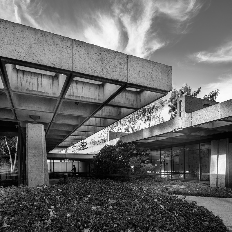 modernist building - Industrial Indemnity - San Diego exterior b/w