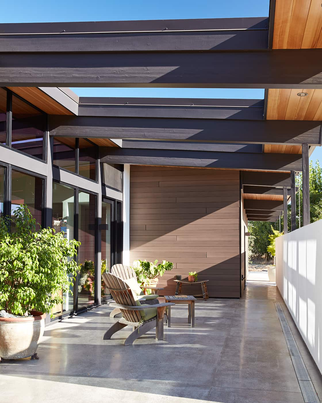 mid-century house renovation by Klopf architects in Sacramento - patio