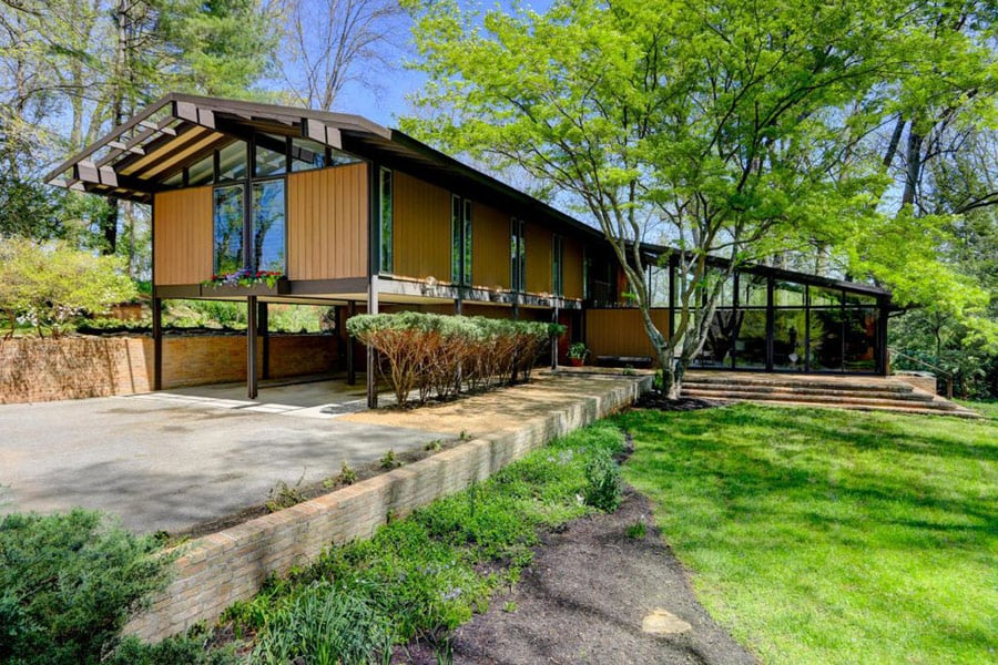 Mid century home by bruce mccarty is pure strength mid for House builders in knoxville tn