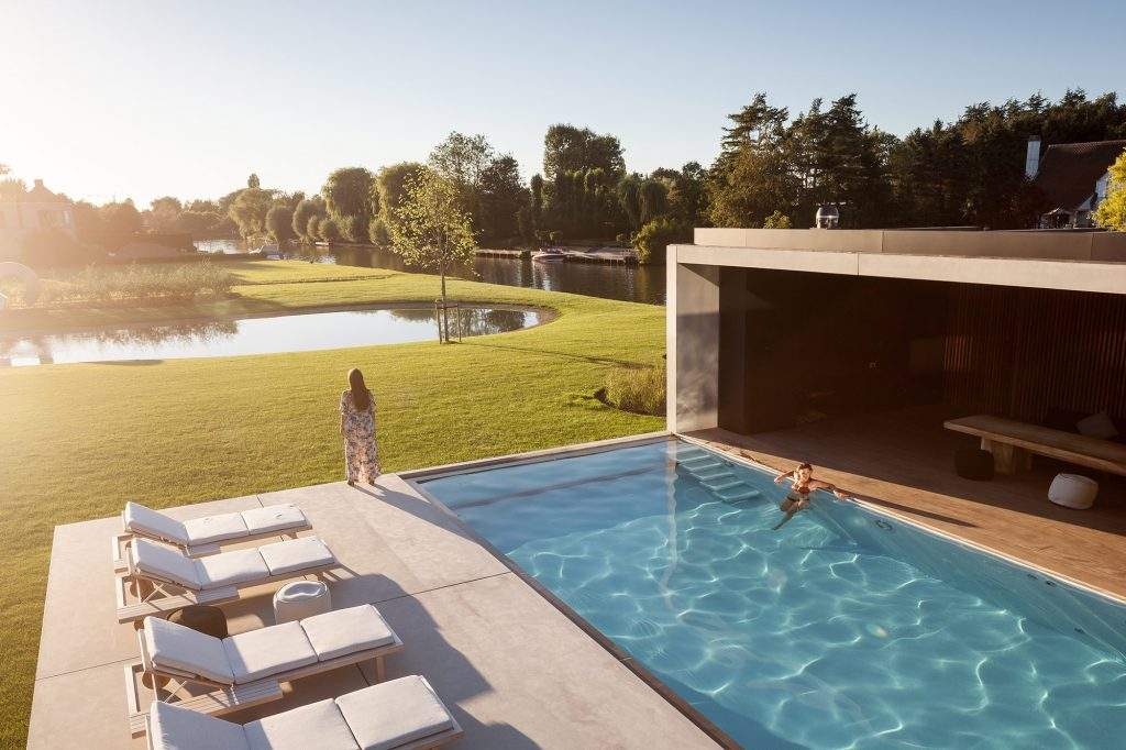 Modern Residence VDB - govaert & vanhoutte architects exterior pool view