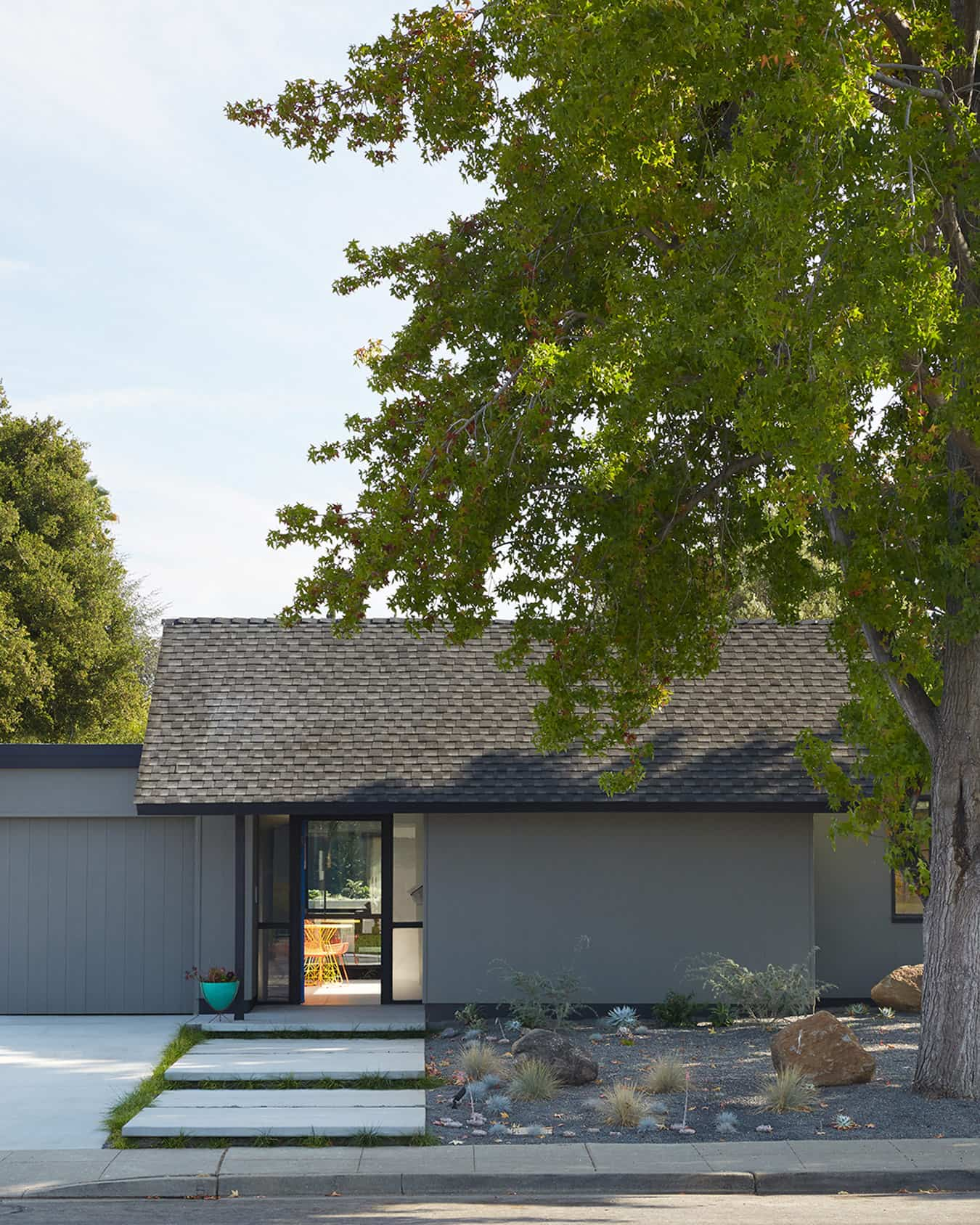Renewed Classic Eichler by Klopf Architecture - front