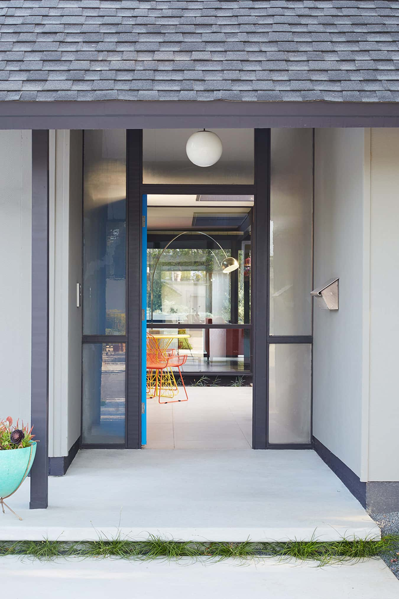 Renewed Classic Eichler by Klopf Architecture - entrance