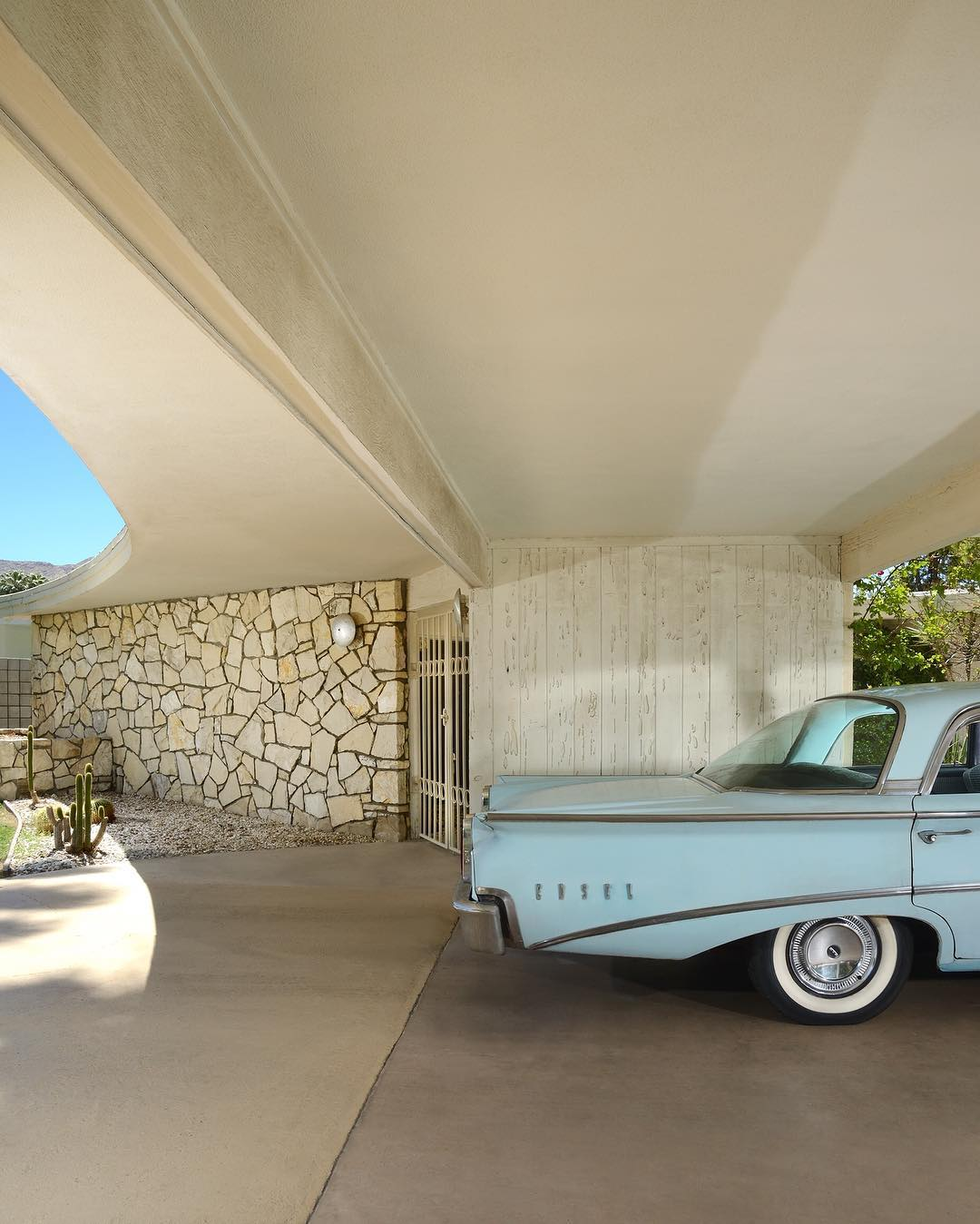 mid-century house in palm springs - Dan Chavkin