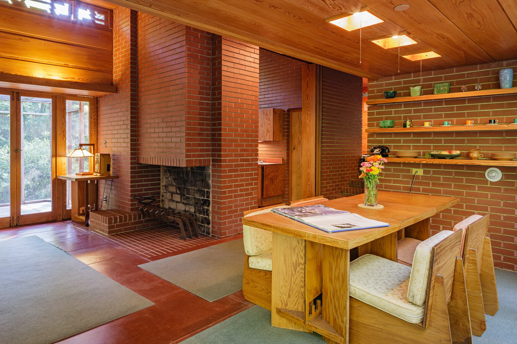 Frank Lloyd Wright Pope Leighey house - dining area