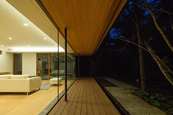 japanese modernist house - Kidosaki Architects - Yokouchi Residence - living room night