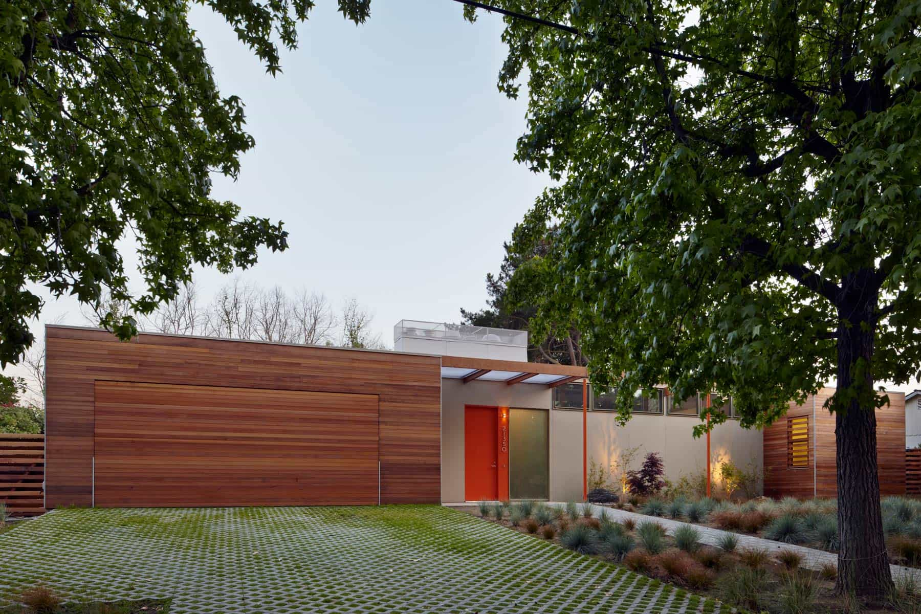 case study house inspired modern house - LMSA architects - outside