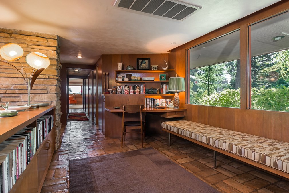 mid-century lake-house---Russell-Barr-Williamson - entrance