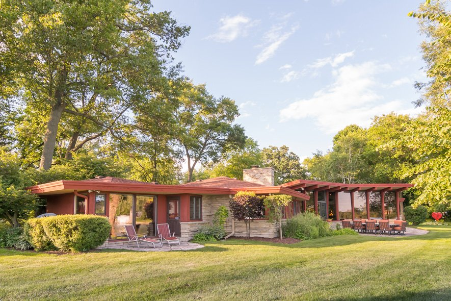 mid-century lake-house---Russell-Barr-Williamson - front