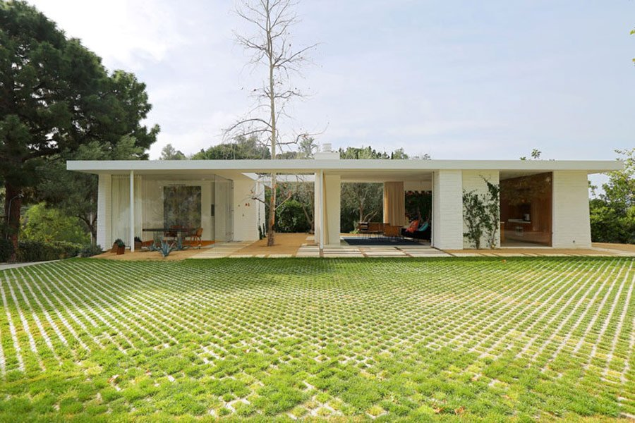 Mid Century Style home by Struere - exterior