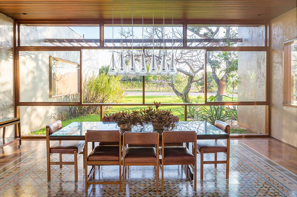 modernist brazilian casa 28 - lamas architecture_ dining area