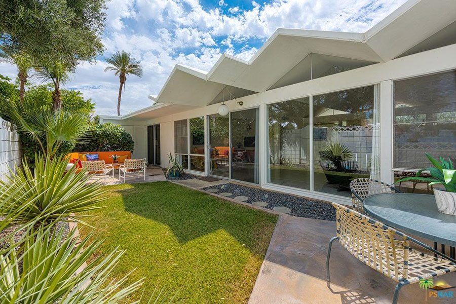Barry Berkus mid-century house Palm Springs - outside