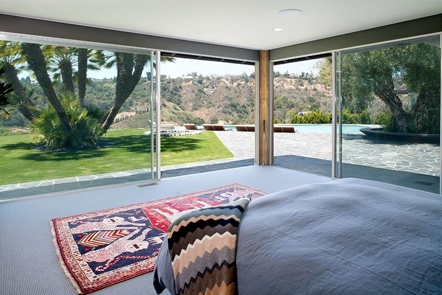 mid-century inspired Benedict Canyon house - living