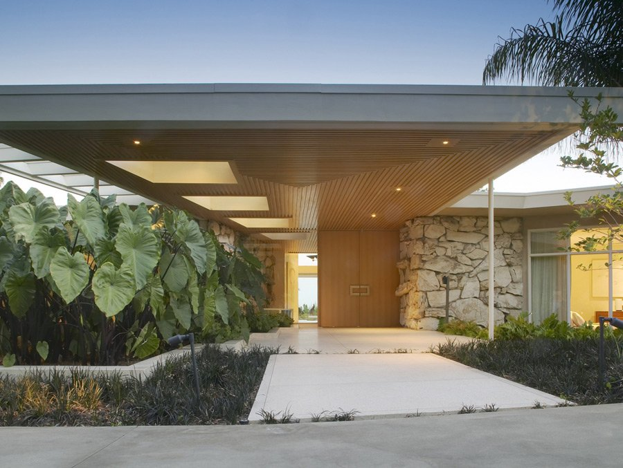 Marmol Radziner - mid-century villa Mc Allister - outside entrance