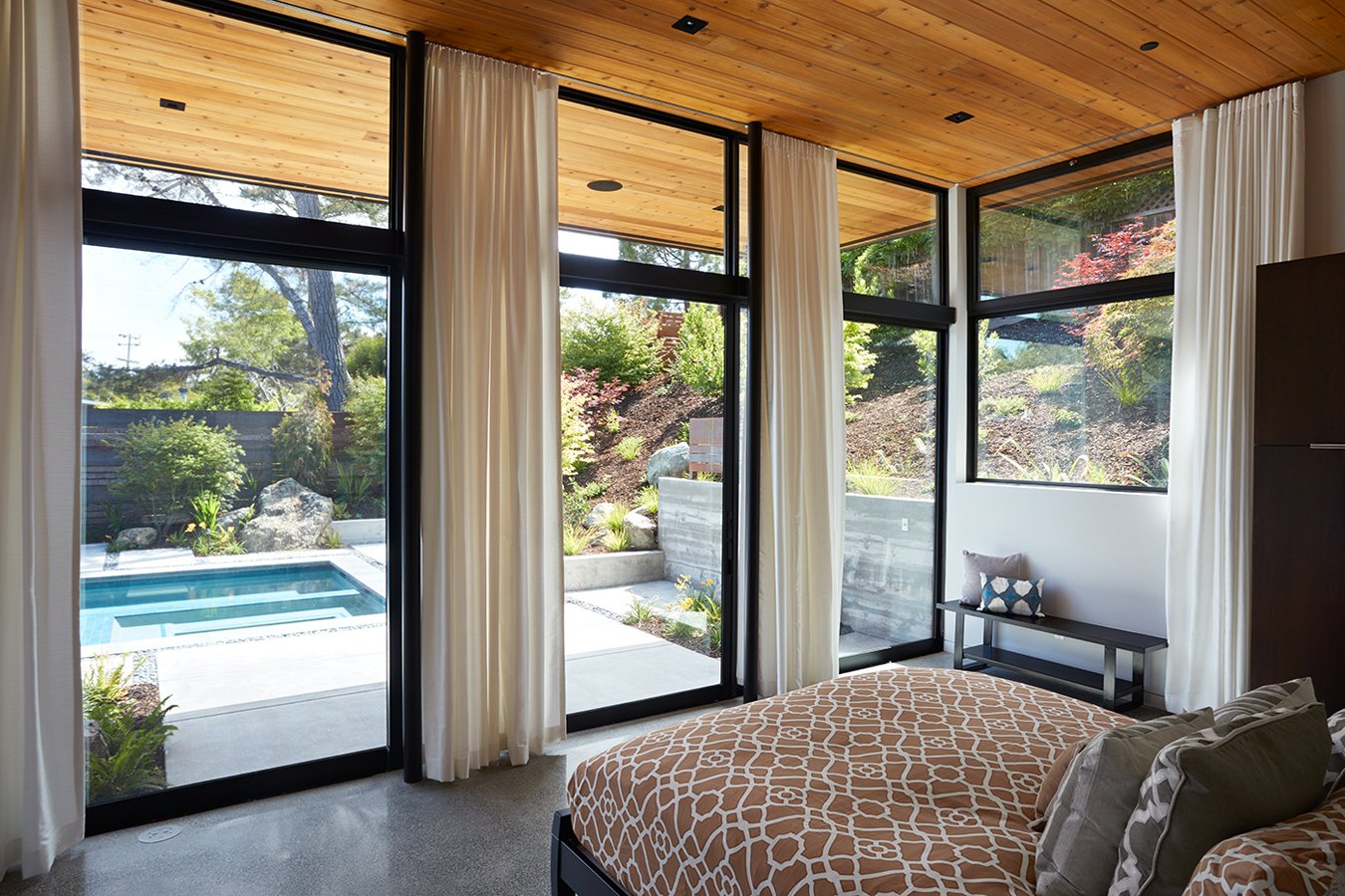 Klopf Architecture - Glass Wall House - bedroom