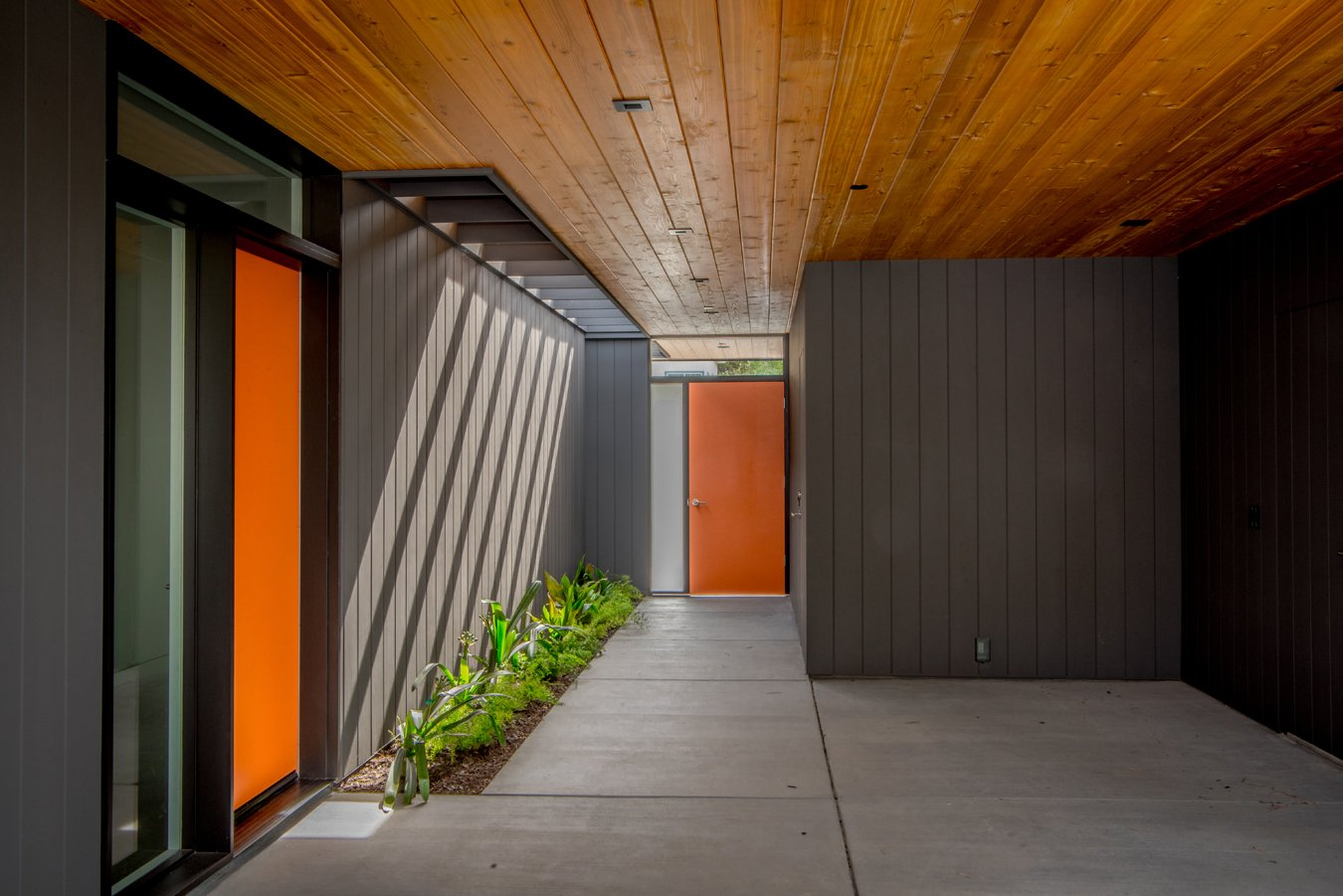 Klopf Architecture - Glass Wall House - entrance
