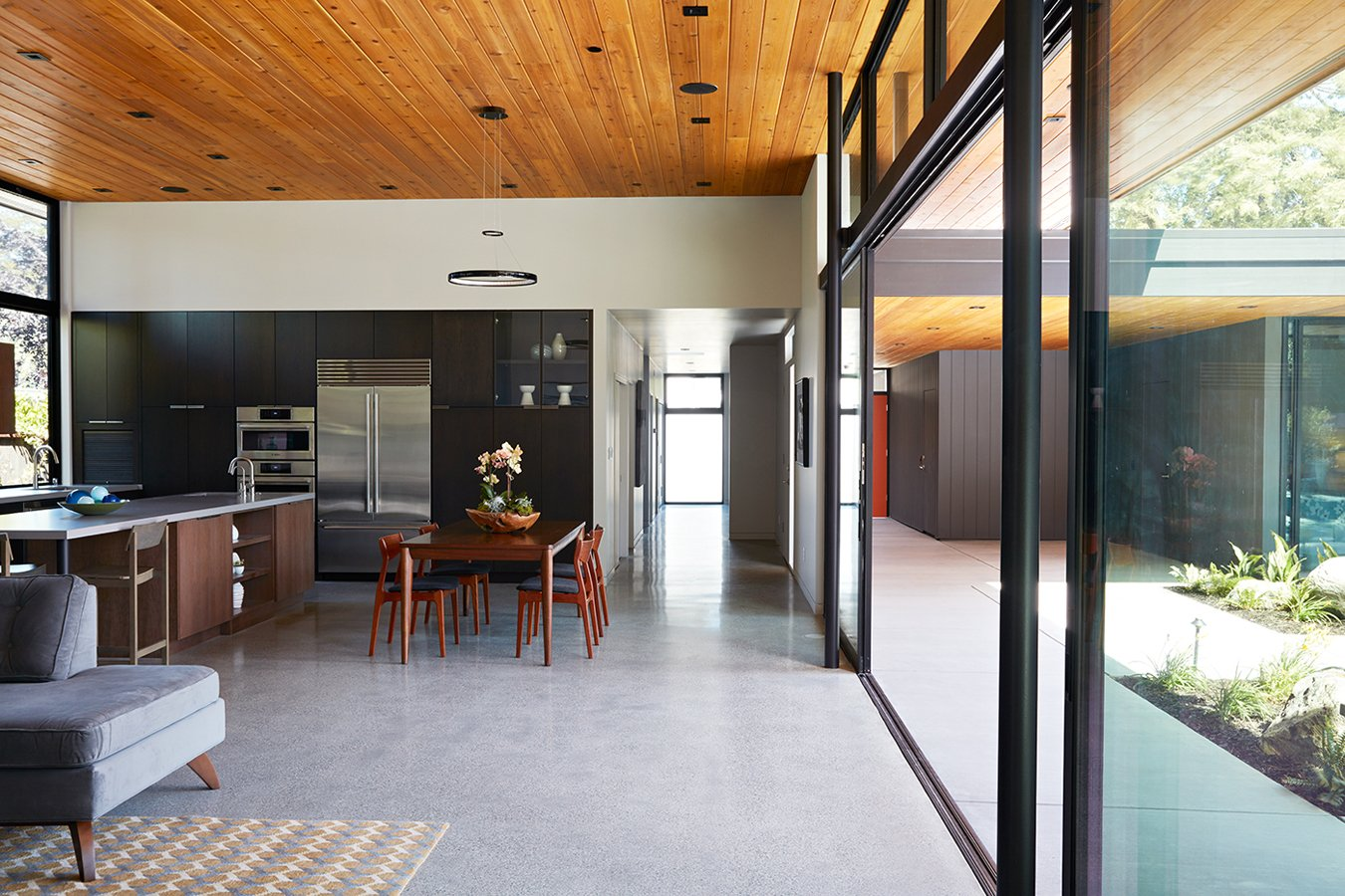 Klopf Architecture - Glass Wall House - dining area