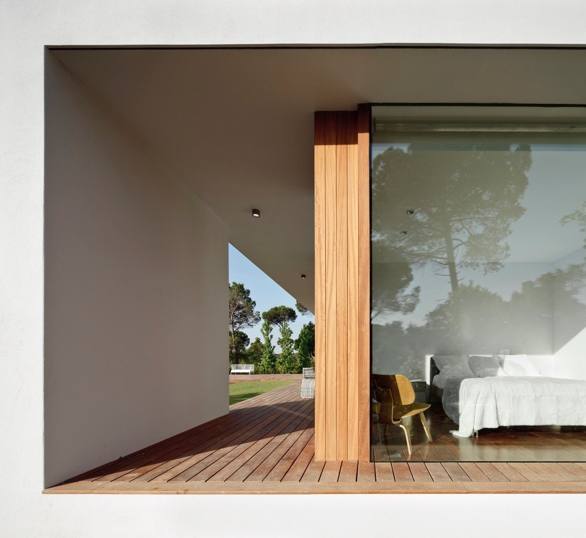 Modernist house - Arquitecturia Camps Felip WI02 - outside bedroom