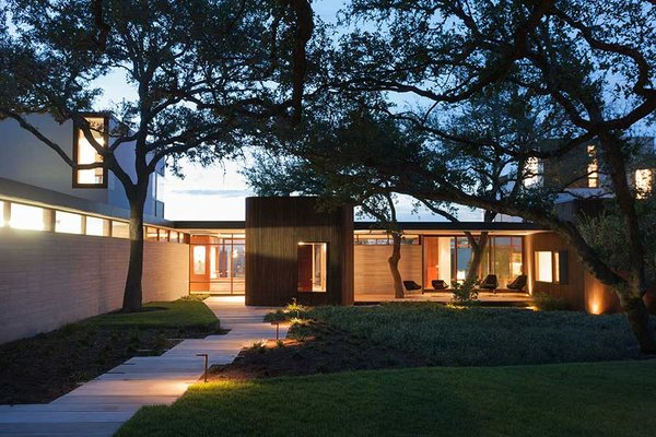 Modern house - Wilmington Gordon architects - exterior night