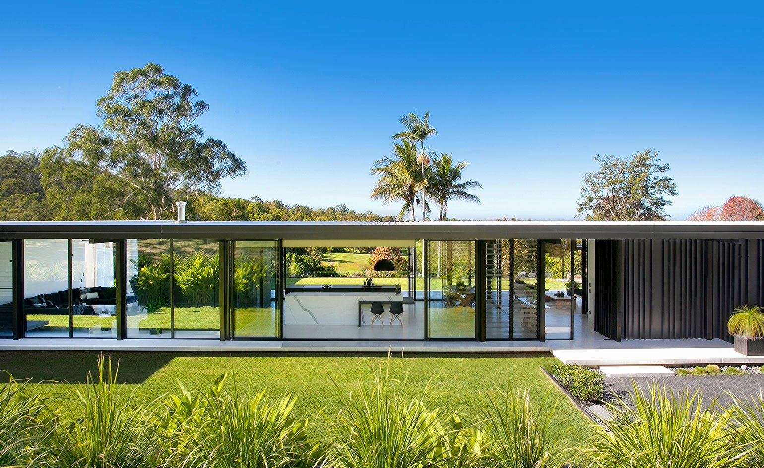 Contemporary house - architect Sarah Waller's Doonan Glass House - front facade view