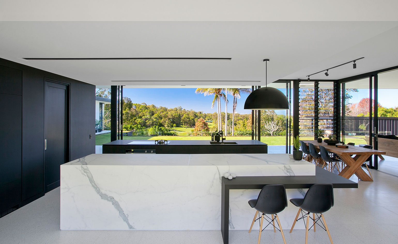 Contemporary house - architect Sarah Waller's Doonan Glass House - kitchen