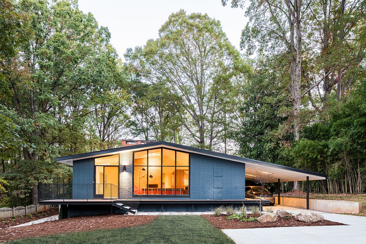 This Renovated Mid-Century House Features a Stunning ...