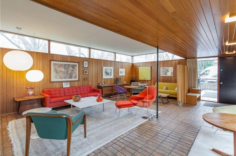 mid-century house by Robert Metcalf in Michigan - living room