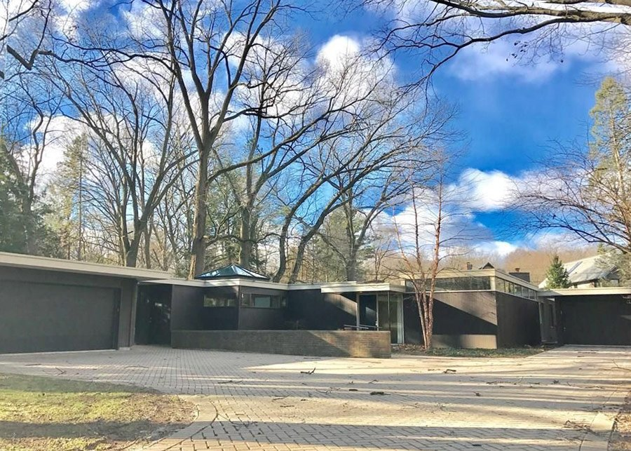 mid-century house by Robert Metcalf in Michigan - exterior
