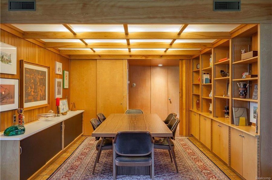 mid-century house by Robert Metcalf in Michigan - dining room