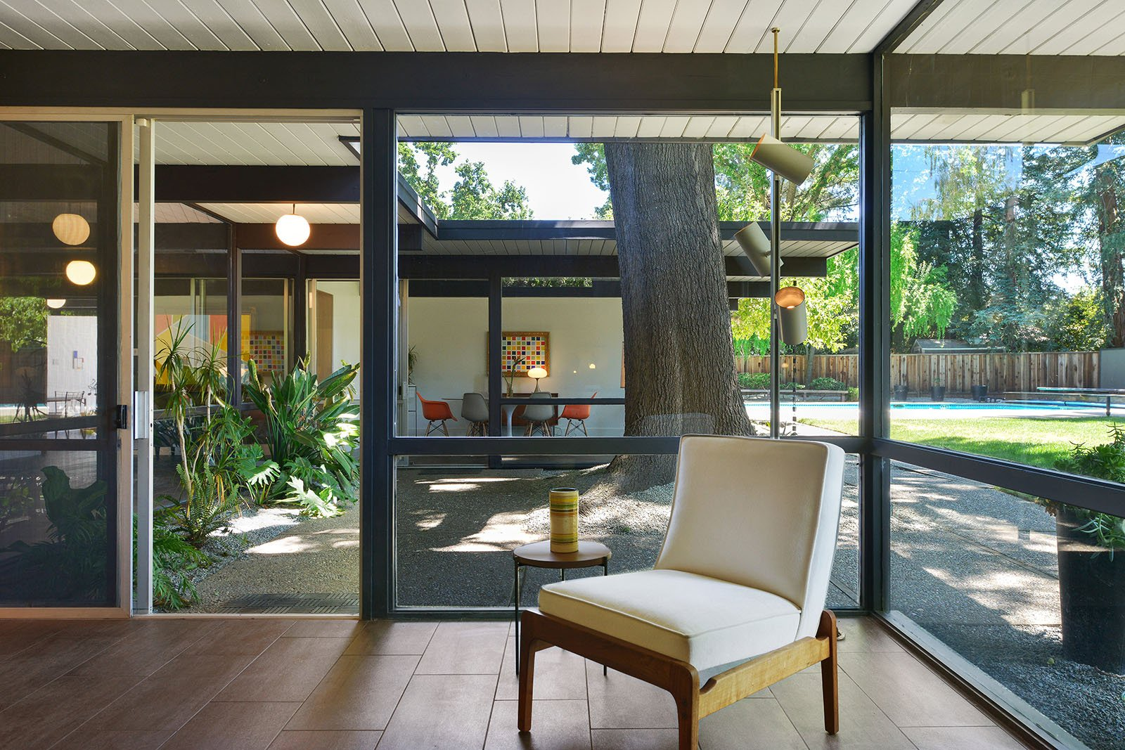 big size Eichler in Walnut Creek - living room