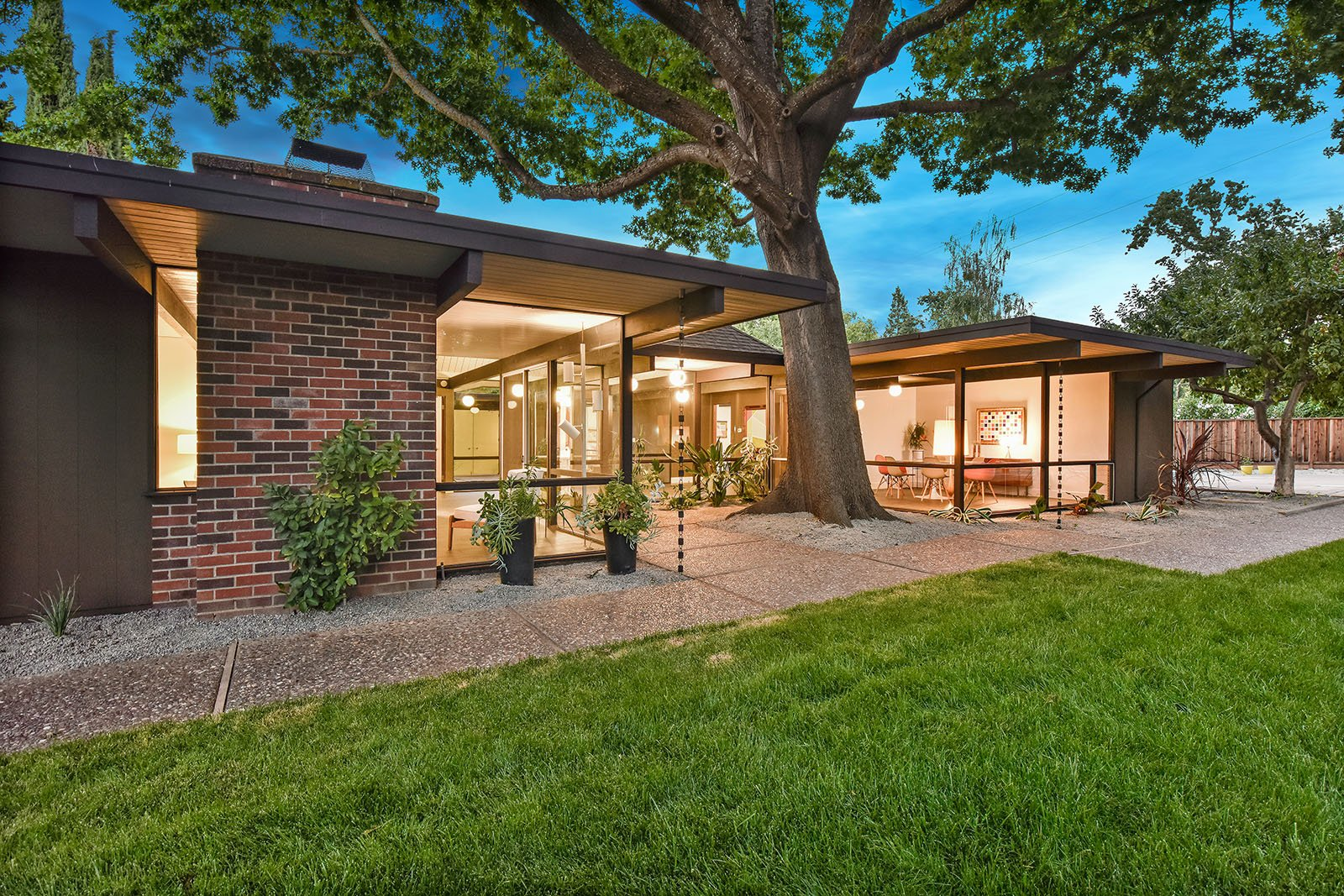 big size Eichler in Walnut Creek - exterior